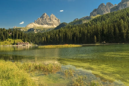 lake misurina: Lago Misurina,Misurina Lake and beautiful mountain ridges,Dolomiti,Sudtirol,Italy