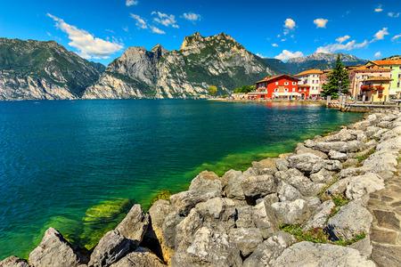 Il bellissimo lago di Garda e Torbole località turistica, Italia, Europa