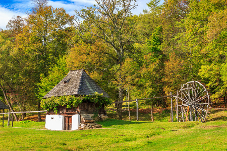 molino de agua: Typical old peasant house and wooden watermill,Astra village museum,Sibiu,Transylvania,Romania,Europe