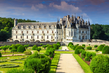 jardín ornamental imponente del castillo de Chenonceau en el valle de Loire, Francia, Europa