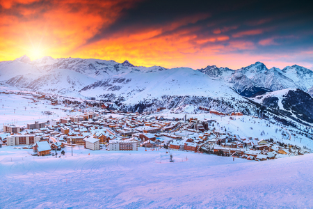Spectacular winter sunrise landscape and ski resort in French Alps,Alpe D Huez,France,Europe Stock fotó