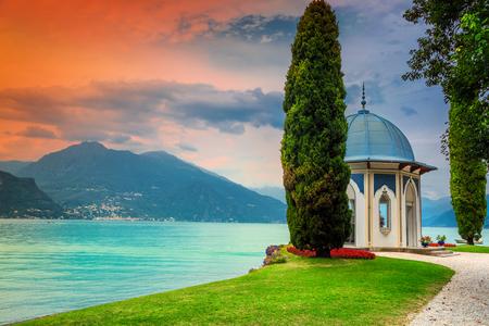 豪華なヴィラメルツィ、ベラージオ、コモ湖、ロンバルディア地方、イタリア、ヨーロッパの庭に見事な歩道を持つ素晴らしい植物園 写真素材