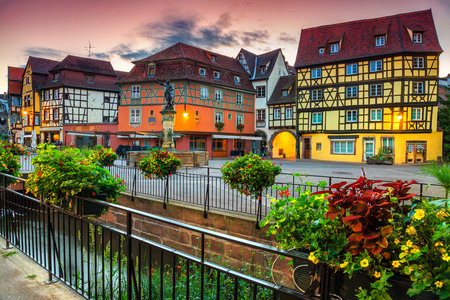 Famous colorful traditional French houses and decorated street with beautiful flowers, Colmar, France, Europe Banque d'images - 114809976