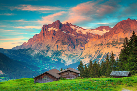 Fantastic hiking and travel location, Swiss alpine rural place with wooden houses and high mountains in background, Grindelwald, Bernese Oberland, Switzerland, Europe Banque d'images