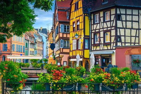 Popular touristic place and travel location. Picturesque street view with colorful buildings and flowers, Colmar, France, Europe Banque d'images