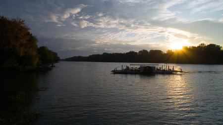 The Car ferry on Tisza river Standard-Bild