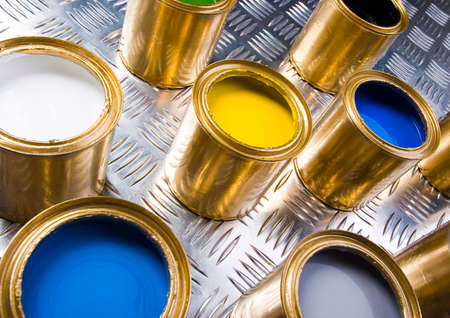gold cans: Sfondo colorato Archivio Fotografico
