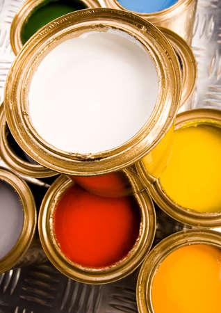 gold cans: Vernice oro e lattine