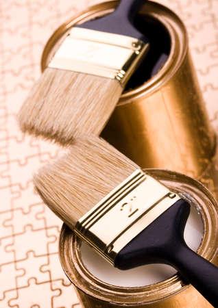 gold cans: Latte delloro e della vernice