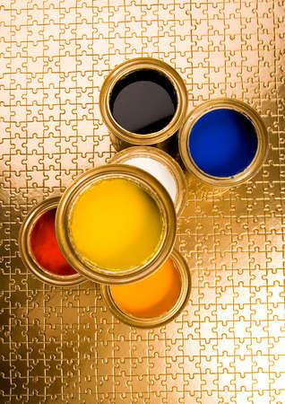 gold cans: Disegno e lattine d'oro