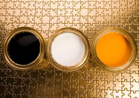 gold cans: Paint e lattine