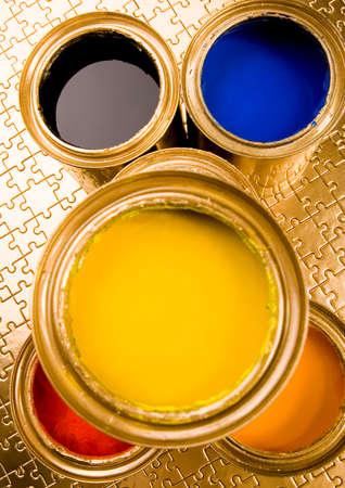 gold cans: Giochiamo! Archivio Fotografico