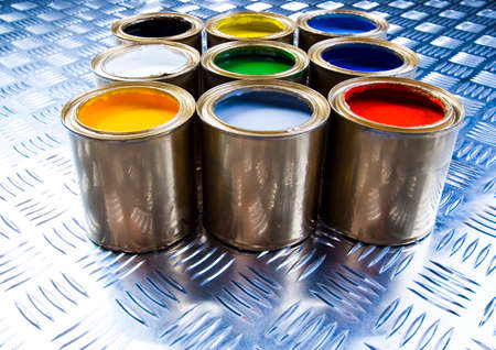 gold cans: Paint oro e lattine