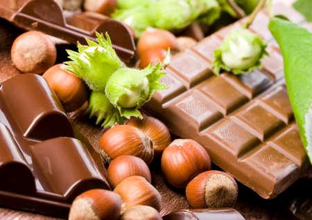 avellanas: Chocolate y Nueces  Foto de archivo