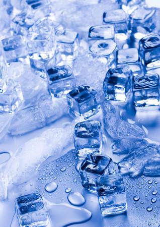 cubos de hielo: Cubitos de hielo  Foto de archivo