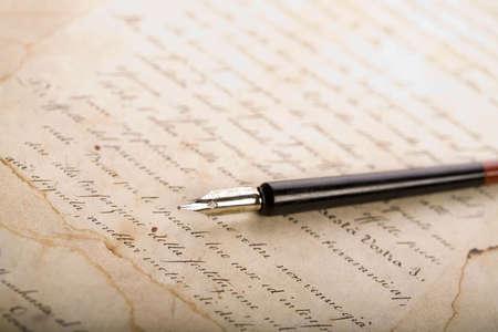 pluma de escribir antigua: Antiguo papel y l�piz