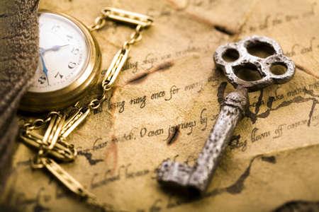 oud document: Papier & oude horloge Stockfoto