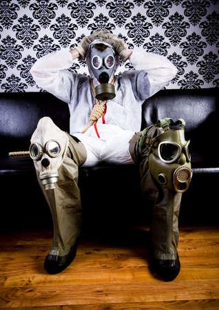 sangre derramada: Dr Gore & Gas m�scara