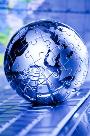 com: Notebook & puzzle earth globe