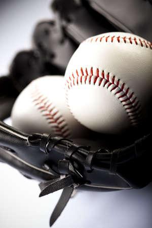 guante beisbol: Guante de b�isbol y la bola  Foto de archivo