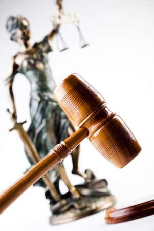 orden judicial: Estatua de justicia