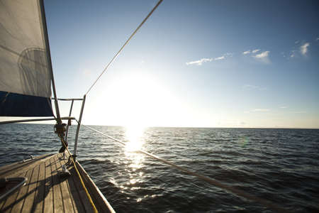 voile bateau: Voile et du ciel