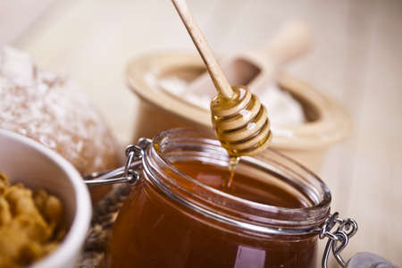 Honey and bread Stock Photo - 8319271