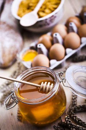 Honey and bread Stock Photo - 8315485