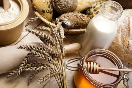 farmers' market: Honey and bread Stock Photo