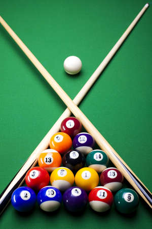 cue ball: Pool sticks cross