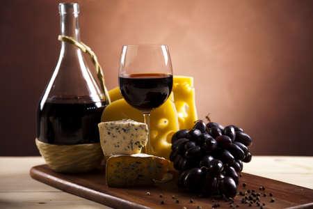 italienisches essen: K�se und Rotwein Lizenzfreie Bilder