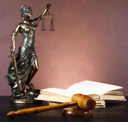 justiz: Statue von Justitia