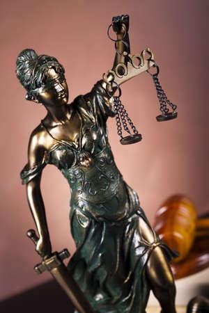 orden judicial: Se�ora de la justicia, la Ley