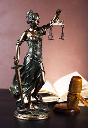 dama de la justicia: Tema de la Ley, un mazo de juez! Foto de archivo