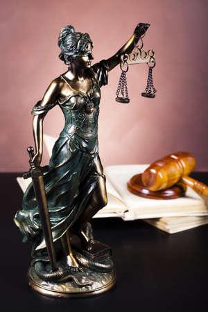 dama de la justicia: Justicia estatua de la Ley