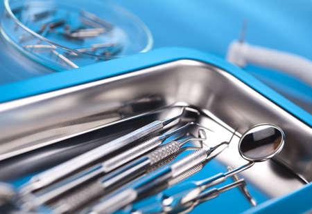 Herramientas y equipos dentales photo