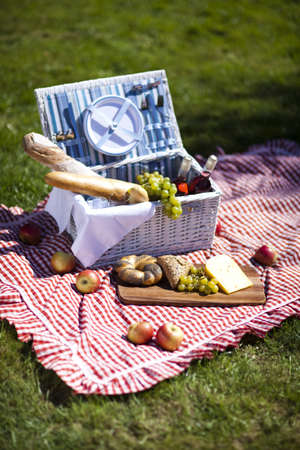 Picnic basket Stock Photo - 15244166
