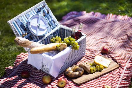 canasta de pan: Picnic en la hierba
