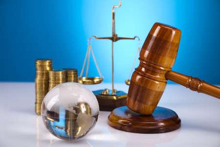 derecho penal: Ley y el concepto de la justicia, martillo de madera Foto de archivo