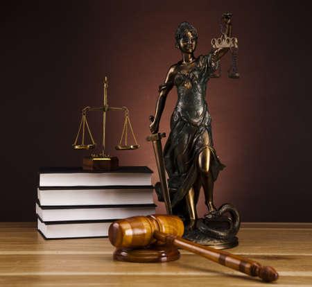 dama de la justicia: Estatua antigua de la justicia, la ley
