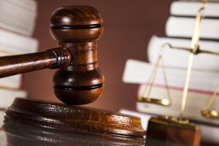 Judges wooden gavel and law books  Standard-Bild