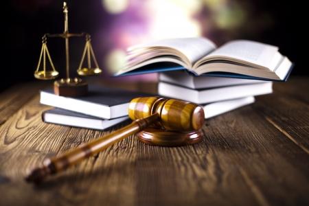 Waage der Gerechtigkeit, Hammer und Recht Buch Standard-Bild - 23217618