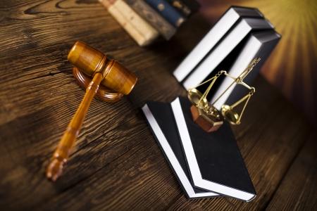 Waage der Gerechtigkeit, Hammer und Recht Buch Standard-Bild - 23217621