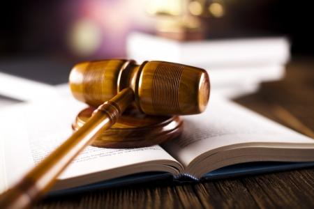 Wooden gavel barrister, justice concept, legal system  Banque d'images