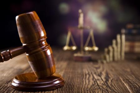 Hamer van rechter, wetboek en een weegschaal Stockfoto