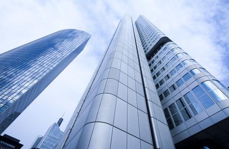 視点で企業の建物