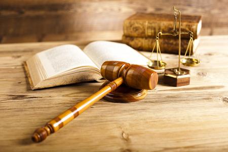裁判所の小槌、法律のテーマ、裁判官の木槌