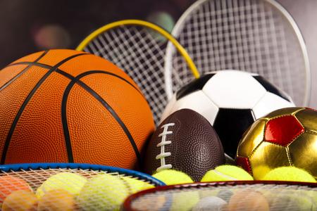 Ballons de sport avec un équipement Banque d'images - 31739032