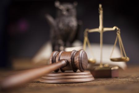 Wet thema, hamer van rechter, houten hamer