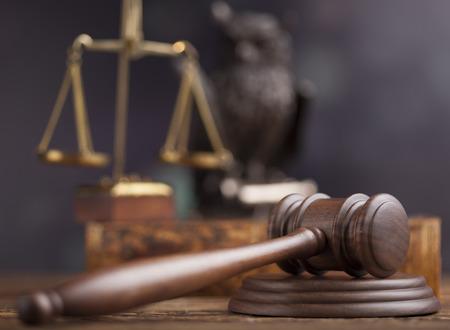 小槌、法律のテーマ、裁判官の木槌 写真素材